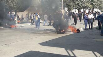 اراک. حضور اعتراضی خانوادهای کارگران بازداشتی آذرآب