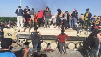 تسخیر نفربر زرهی توسط جوانان قیامآفرین عراق در ام قصر