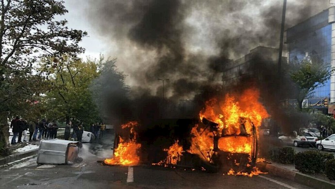 به آتش کشیدن اماکن حکومتی توسط قیام آفرینان