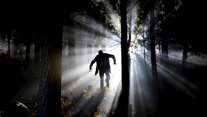 آواز خواندن از ترس در تاریکی