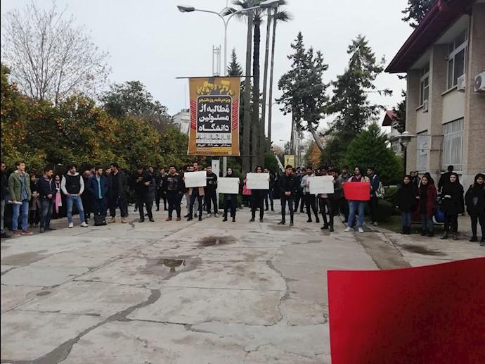 تجمع اعتراضی دانشجویان دانشگاه نوشیروانی بابل به مناسبت ١۶آذر
