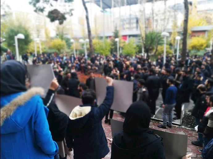 تجمع دانشجویان در دانشگاه پلیتکنیک به مناسبت ١۶آذر