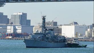 کشتی انگلستان بههمراه ناو جنگی اچ.ام.اس مونتروز