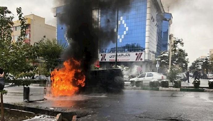 به آتش کشیدن اماکن حکومتی توسط جوانان شورشگر و انقلابی در شهرهای ایران