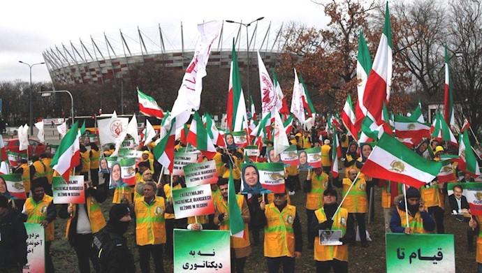تظاهرات ایرانیان در ورشو ۲۵بهمن۹۷
