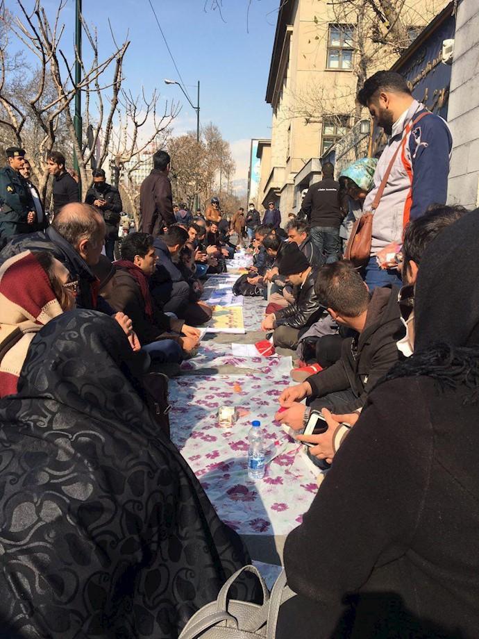 تجمع اعتراضی غارتشدگان سکه ثامن در تهران