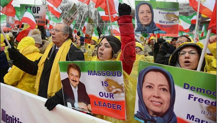 تظاهرات ایرانیان و اشرف نشانها  در ورشو