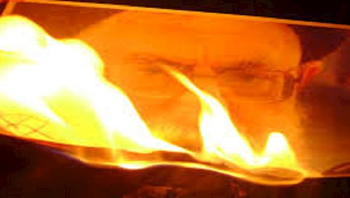 سوزاندن بنر خامنهای