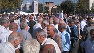 تجمع بازنشستگان فولاد اصفهان در اعتراض به عدم دریافت چندماه حقوق
