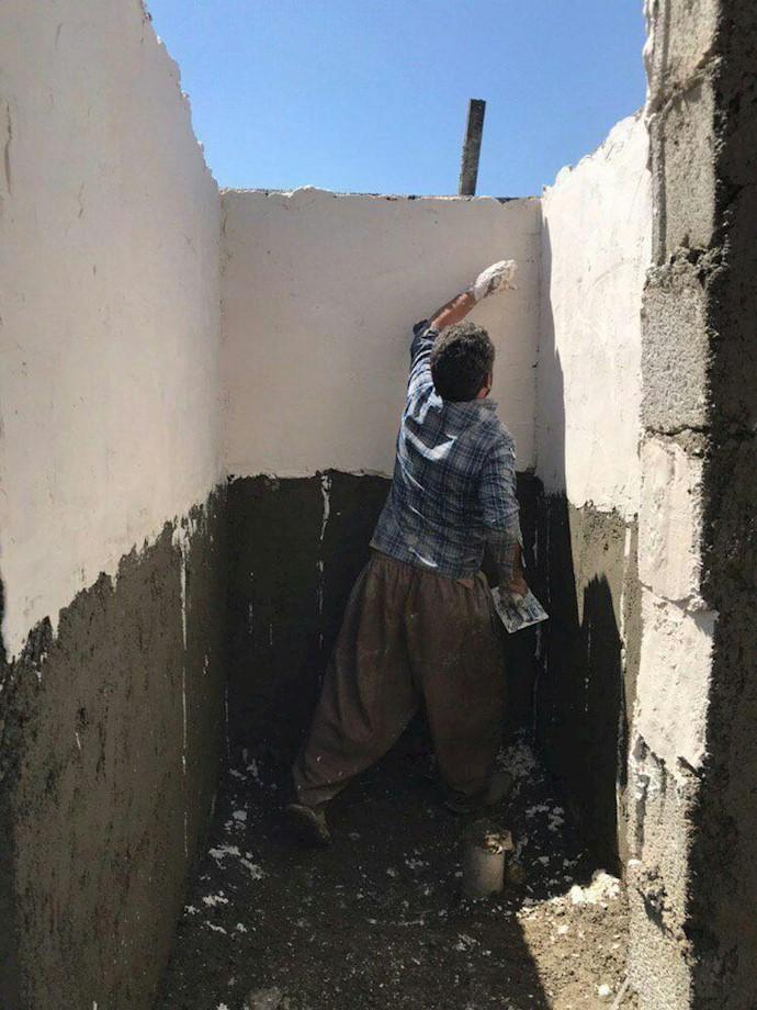 پلدختر.ساخت حمام و دستشویی در روستای سیلزده چم مهر توسط شوراهای مردمی