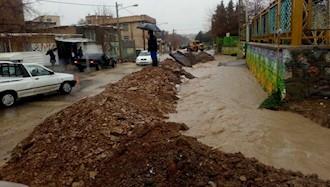 مسدود کردن مسیرکوچه های آبگیر برای جلوگیری از ورود سیلابها در شهر کنگاور