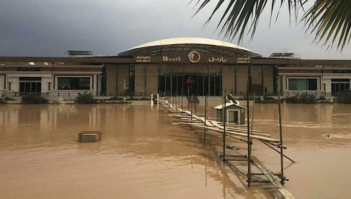 رستوران بازیل در پارک ساحلی غربی اهواز در حال غرق شدن