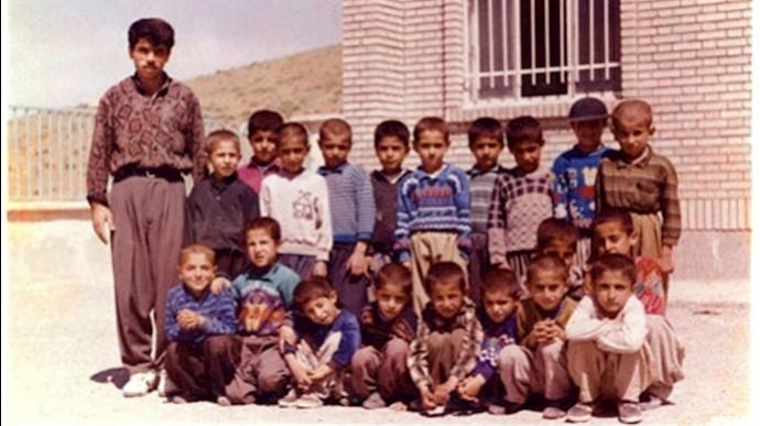 فرزاد کمانگر در کنار شاگردانش