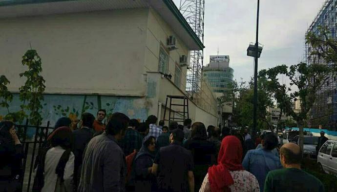 تهران.تجمع خانوادهها و دوستان بازداشت شدگان در روز کارگر.۹۸۰۲۱۱