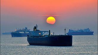 رژیم ایران با دور زدن تحریمها، نفت را در بندر چین تخلیه میکنند