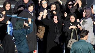 مقاومت زنان در مقابل نیروی انتظامی