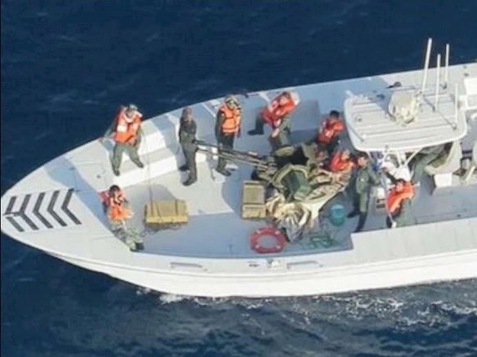 تصویر گرفته شده توسط یک هلیکوپتر نیروی دریایی آمریکا از قایق سپاه پاسداران