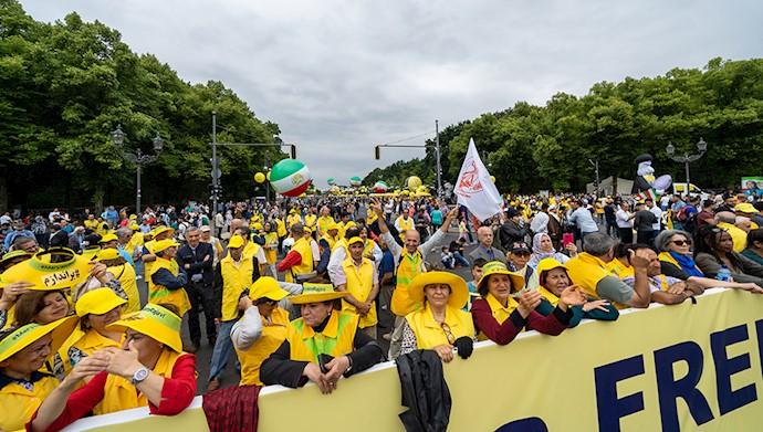 تظاهرات بزرگ ایرانیان در برلین ۴