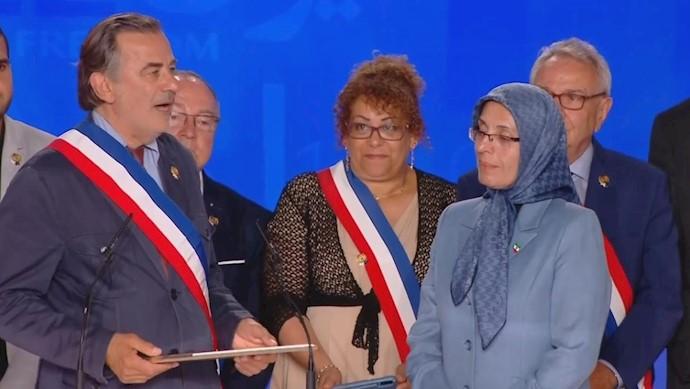 خواهر مجاهد زهره اخیانی - شهردار لوگاره - انتخاب اشرف بهعنوان خواهر شهر منطقه یک پاریس
