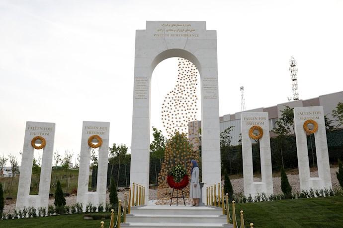 گرامیداشت خاطره شهیدان مجاهد خلق، مشعلداران آزادی – بنای یادبود شهیدان در اشرف۳