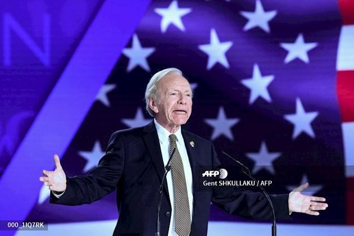 خبرگزاری فرانسه - سناتور جوزف لیبرمن گردهمایی ایران آزاد اجلاس سالانه مقاومت ایران در اشرف ۳