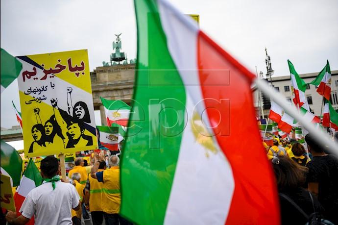 تظاهرات بزرگ برلین ۱۵تیر۹۸