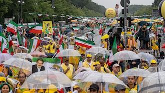 تظاهرات بزرگ ایرانیان در برلین ۱۲