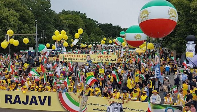 تظاهرات بزرگ ایرانیان در برلین ۱۷