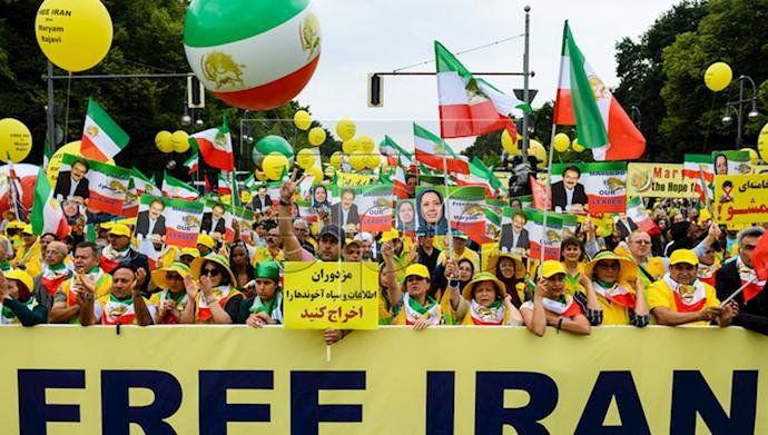 تظاهرات بزرگ ایرانیان در برلین ۵