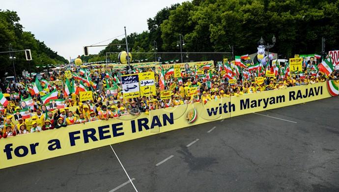 تظاهرات بزرگ ایرانیان در برلین ۱۱