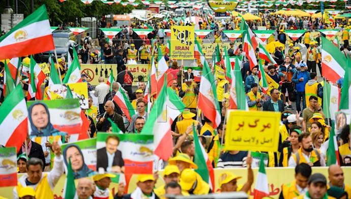 تظاهرات بزرگ ایرانیان در برلین ۱
