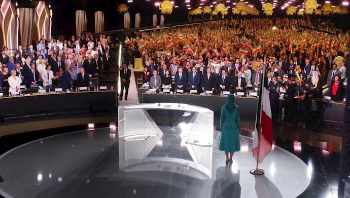 مریم رجوی رئیس جمهور برگزیده مقاومت در گردهمایی ایران آزاد اجلاس سالانه مقاومت ایران در اشرف ۳