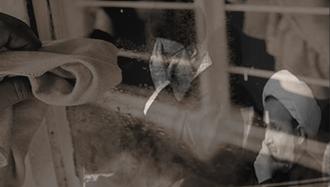 دستمال کثیف ولابت بر شیشه نظام