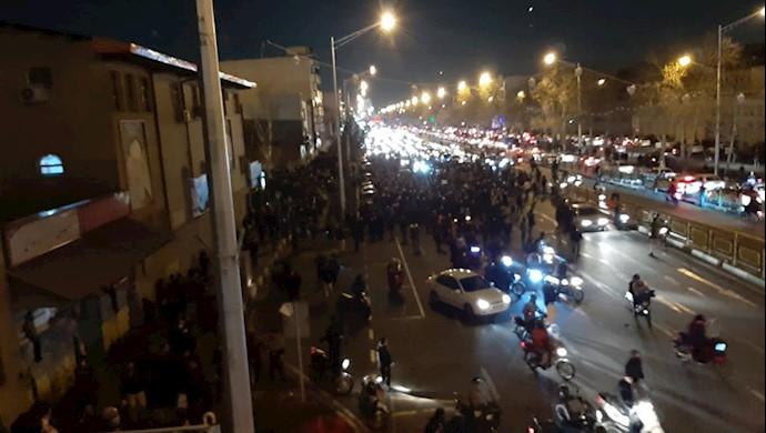 تهران - خیابان آزادی - قیام  مردم  تهران -۲۲دیماه۹۸