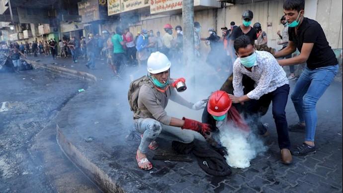 قاسم سلیمانی ـ شلیک با گلولههای گاز اشکآور ساخت ایران بهسر جوانان عراقی