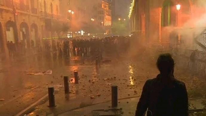 درگیری میان نیروهای امنیتی و معترضان در بیروت