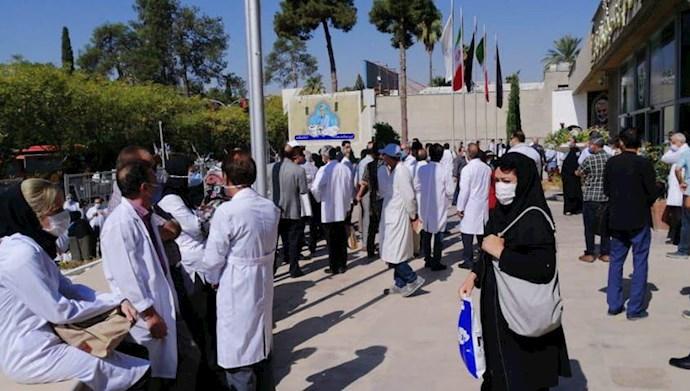 تجمع اعتراضی ۵۰۰ تن از پزشکان شیرازی