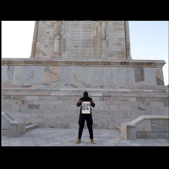 توس- مقبره فردوسی -۲۵مهر ۹۹ – برافراشتن تصاویر شهدای قیام آبانماه