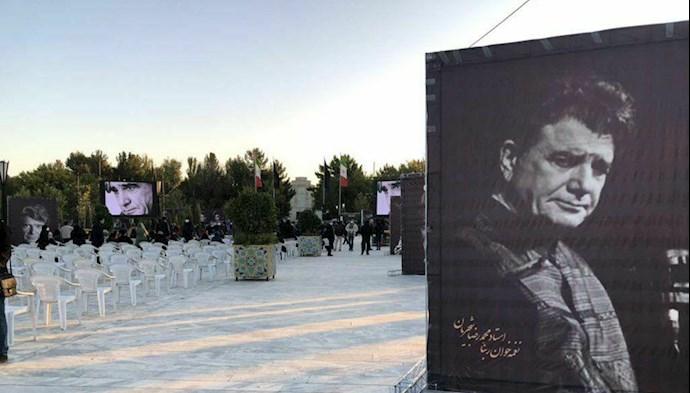 تصویری از  مراسم خاکسپاری استاد شجریان در آرامگاه فردوسی