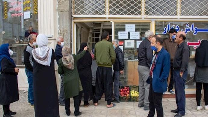 صف نان در ارومیه - عکس از آرشیو
