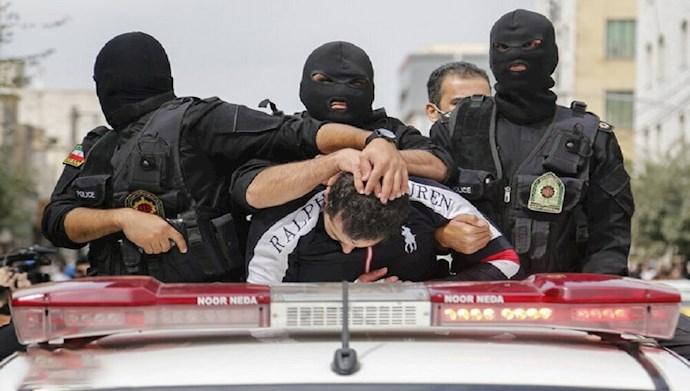 عمل جنایتکارانه گرداندن جوانان در خیابانها همراه با ضرب و شتم