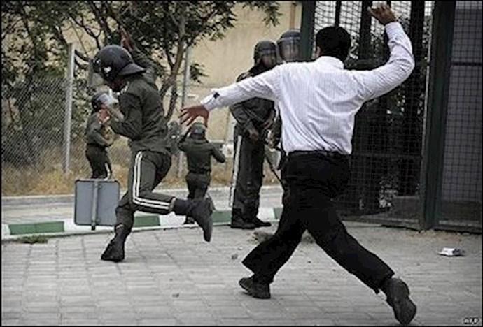 فرار نیروی انتظامی. صحنهای از قیام۸۸