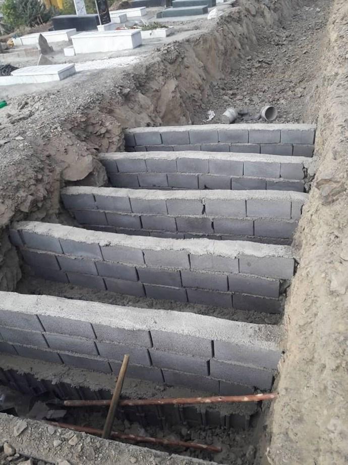 - سنندج گورهای حفرشده برای فوتیهای کرون