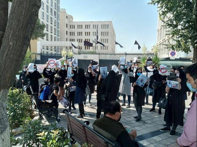 -تهران تجمع اعتراضی نیروهای شرکتی بهداشت و درمان