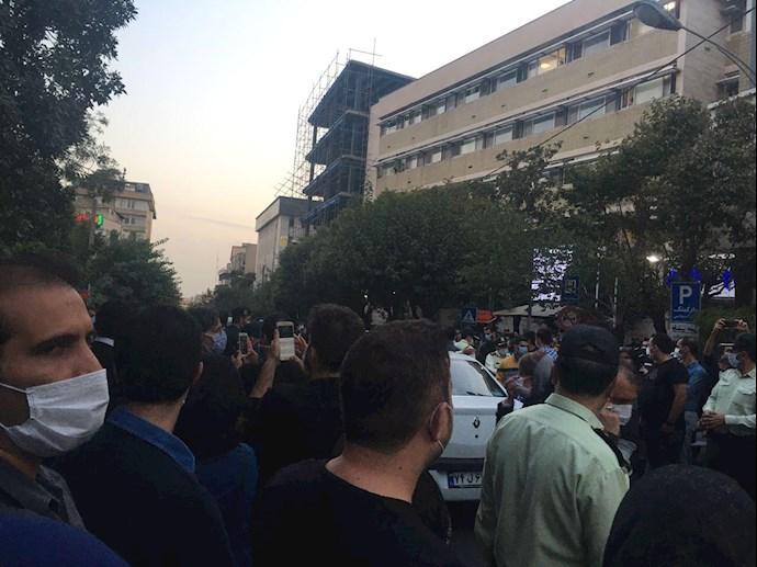 تجمع مردم مقابل بیمارستان جم خیابان مطهری - 2