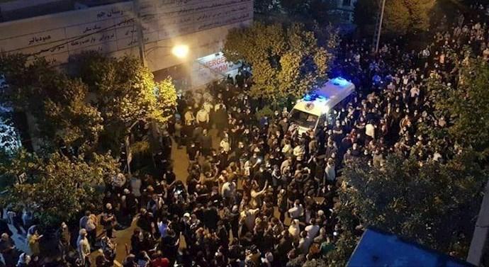 تجمع مردم مقابل بیمارستان جم خیابان مطهری - 3