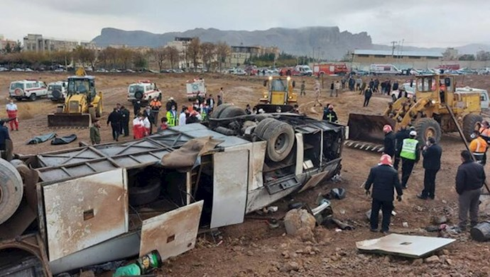 واژگونی سرویس پالایشگاه اصفهان با ۴کشته و ۱۷مصدوم