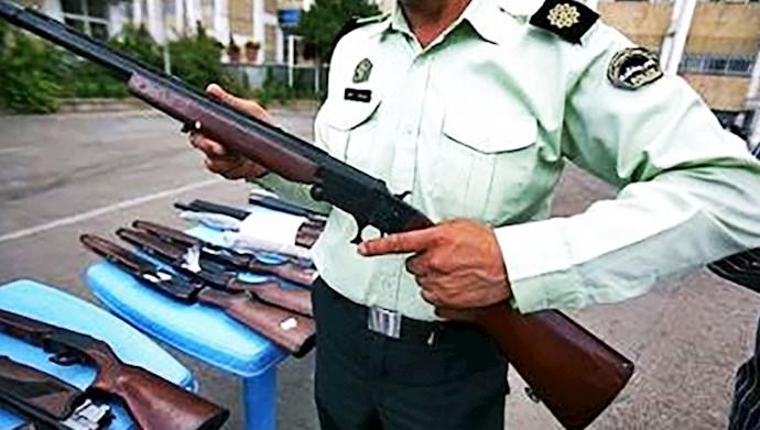 سلاحهای در دست مردم