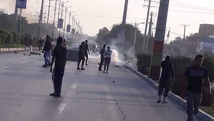 اهواز -درگیری جوانان با نیروهای سرکوبگر  در اعتراض به قطع آب