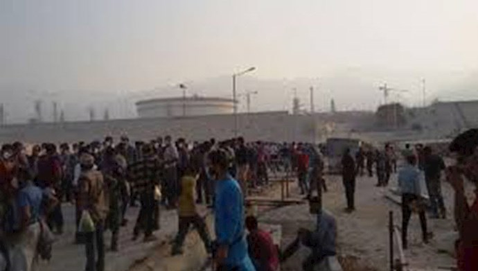 تجمع اعتراضی کارگران مجتمع پتروشیمی جم